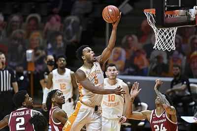 No. 9 Tennessee pulls out 79-74 thriller over Arkansas