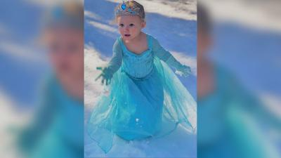 """Toddler sings """"Let it Go"""" from """"Frozen"""""""