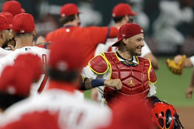 Cardinals re-sign Yadier Molina for 18th season