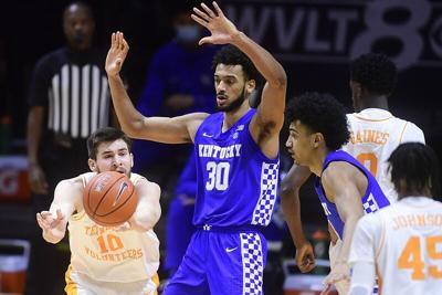 Kentucky 7-footer Olivier Sarr declares for NBA draft