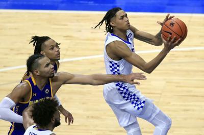 Kentucky's Boston decided to enter NBA draft