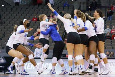 Kentucky beats Huskies, advance to 1st NCAA volleyball final