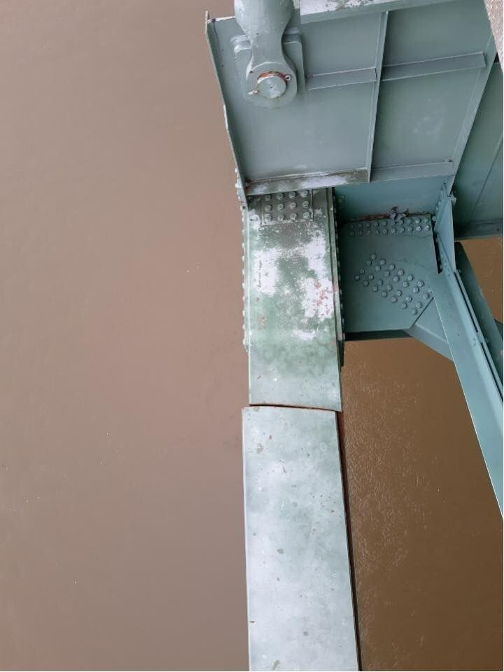 bridge crack3.jpg