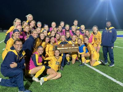 101321 uwec womens soccer battle of the blues trophy