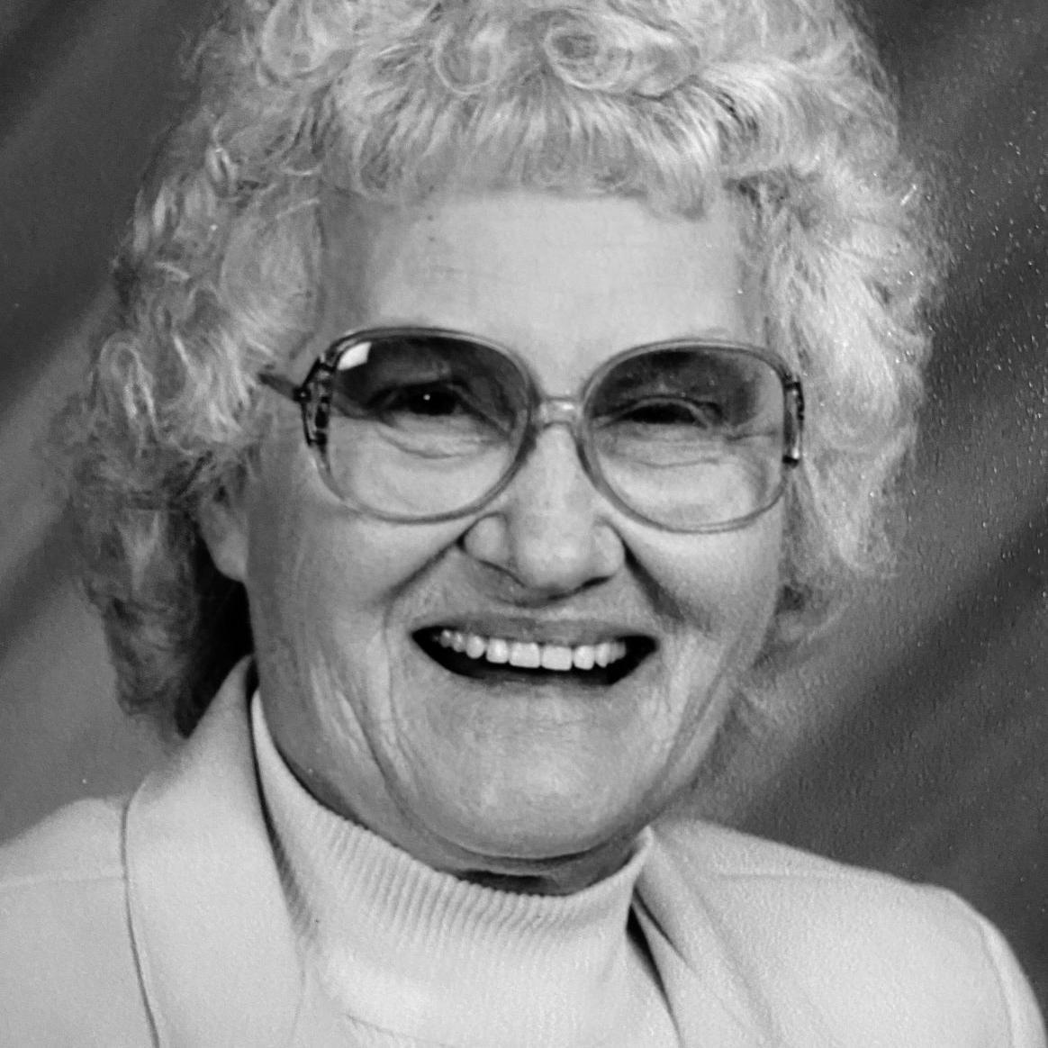 Helen Louise Dillard