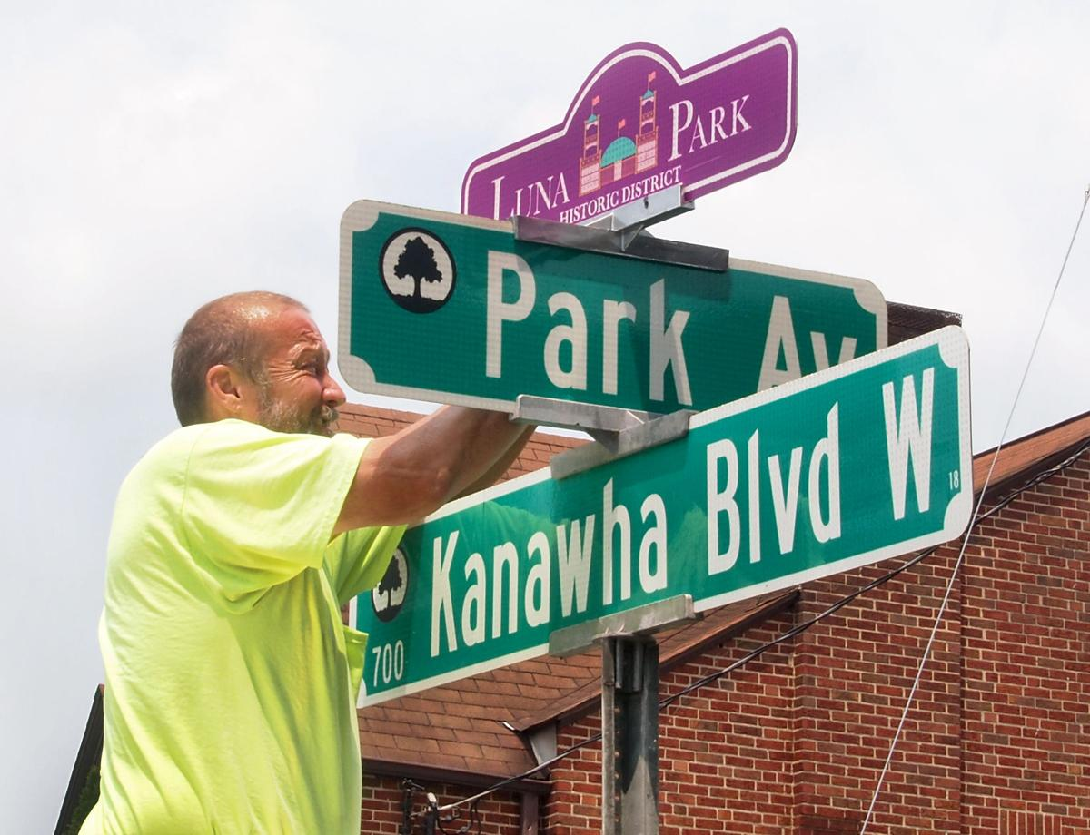 luna park sign city worker