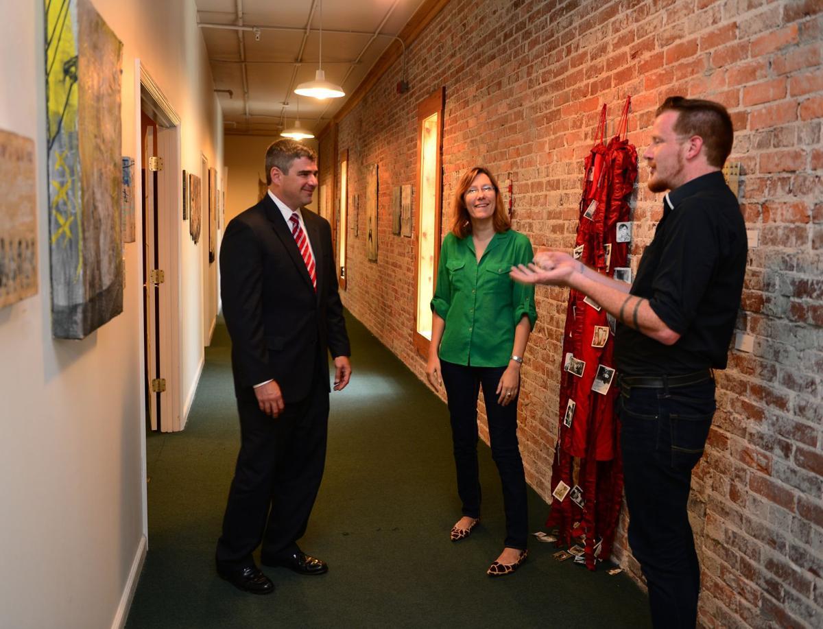 Informal art galleries pop up all over Charleston