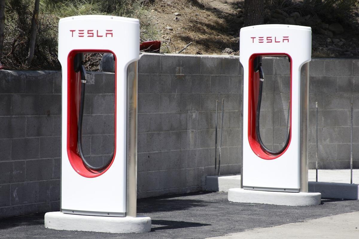 Tesla discussing electric-car charging station in Charleston
