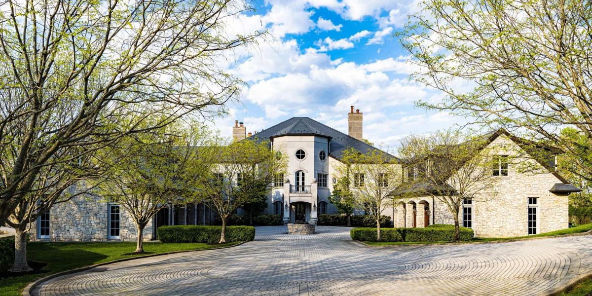 20210606-gm-mansion-230-quarry-ridge-east-charleston-west-virginia03_ptnfuw.jpg