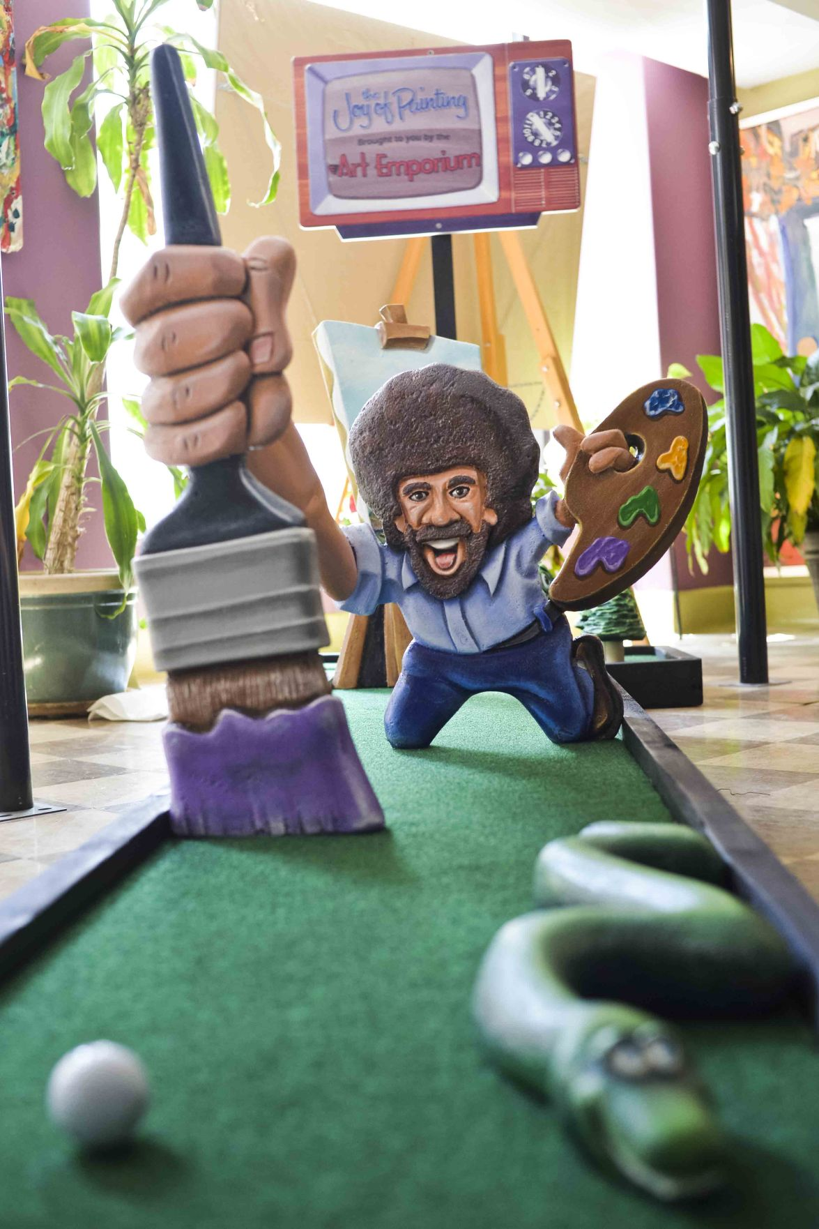 Golf around town: Pop-up course launches in downtown Charleston