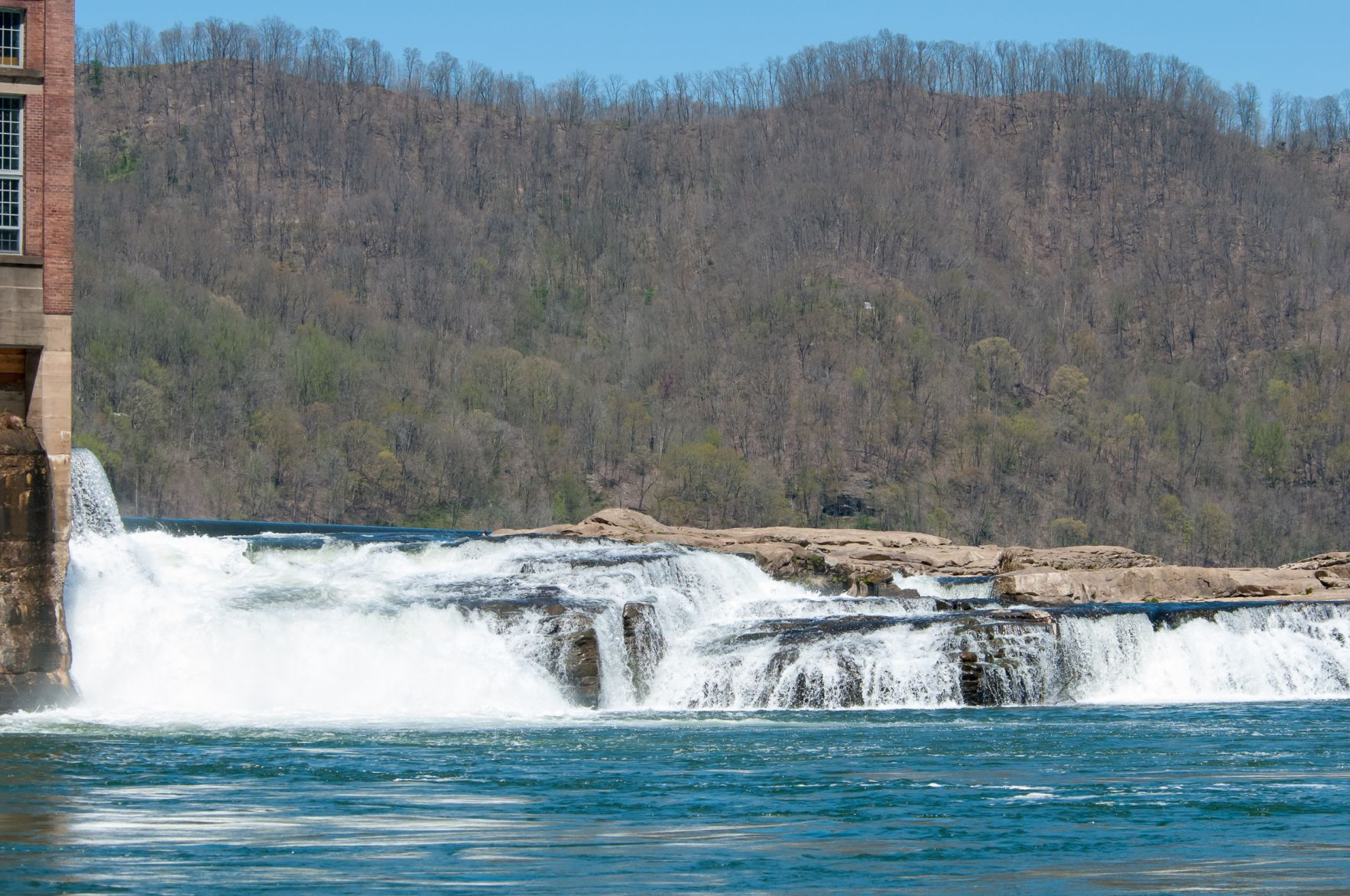 Why WVu0027s Kanawha Falls is renowned for