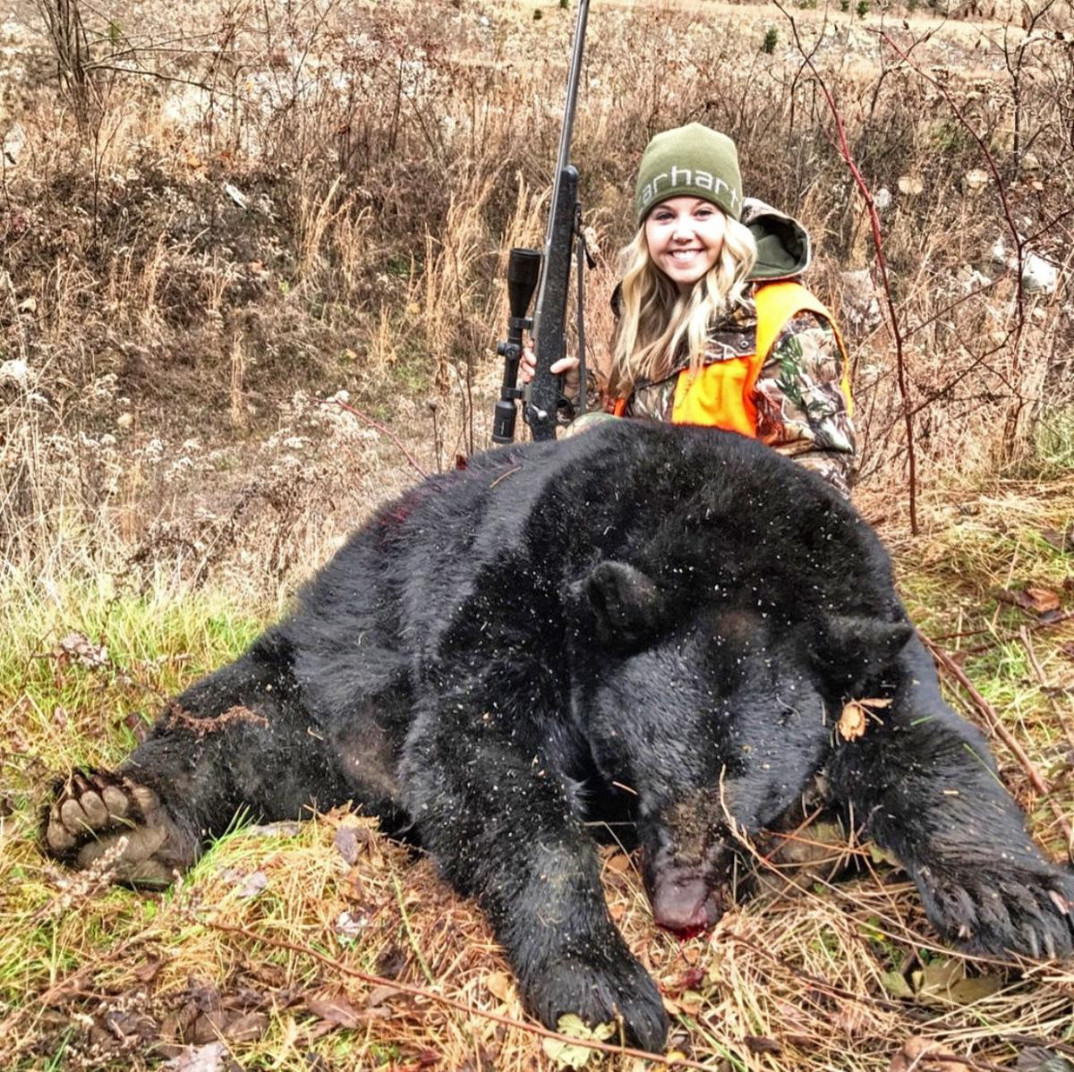Clay woman bags huge bear with long-distance shot | Hunting