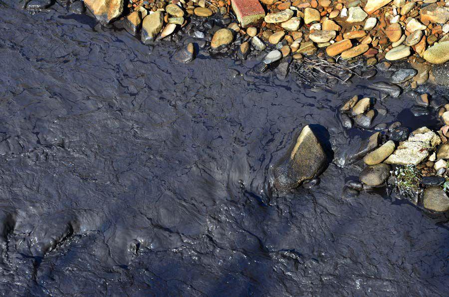 'Significant' slurry spill blackens Kanawha creek