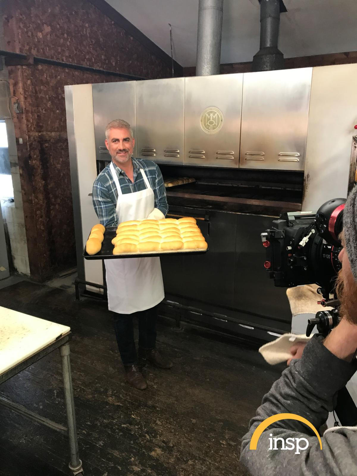 """Former """"American Idol"""" champ explores some of WV's signature foods"""