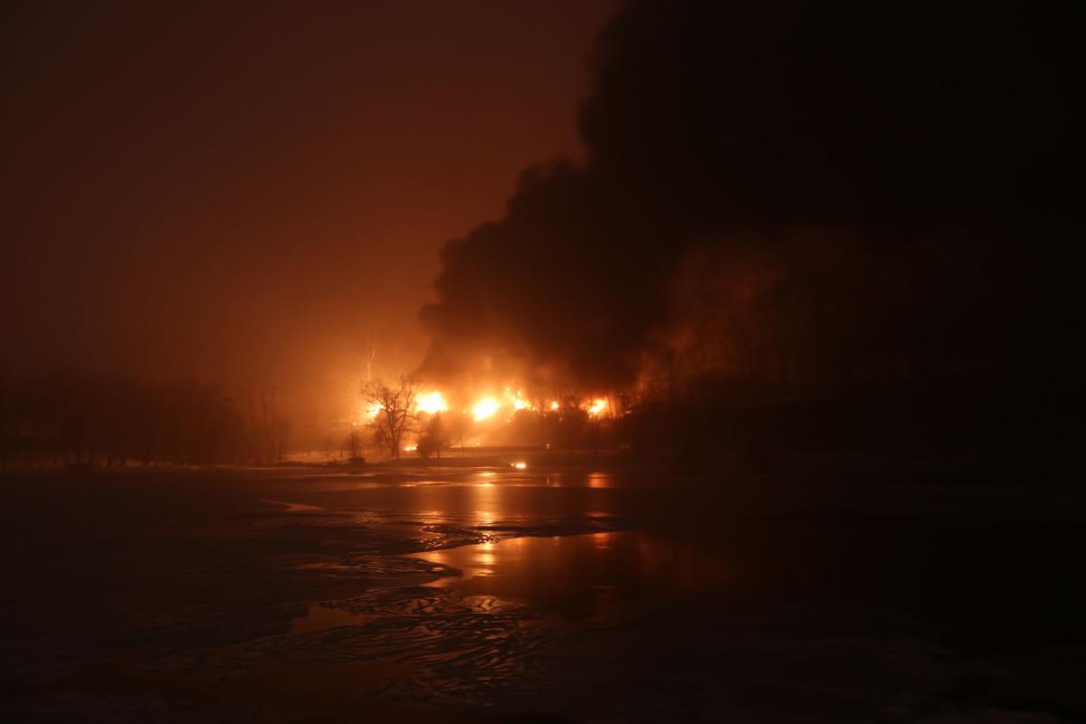 Fayette County train derails, sends crude oil tanker cars