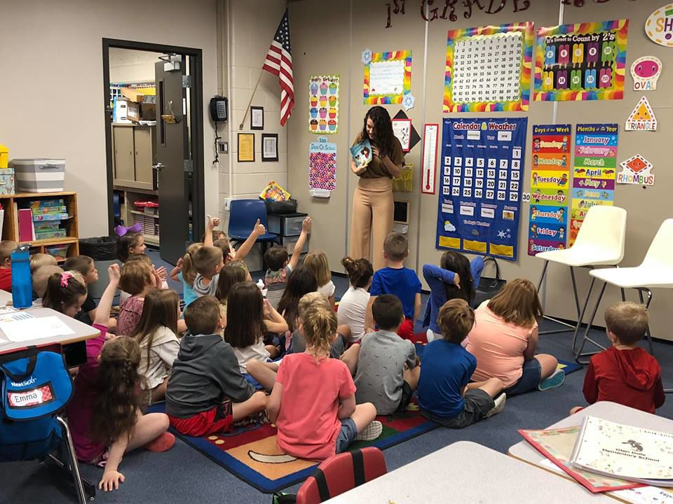 Kinney reading to a class