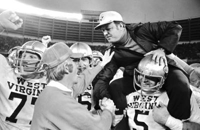 Football College Games 1975 Peach Bowl Virginia vs N.C State