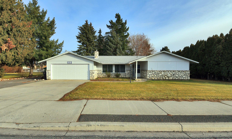 1213 S 72nd Ave, Yakima, WA 98908