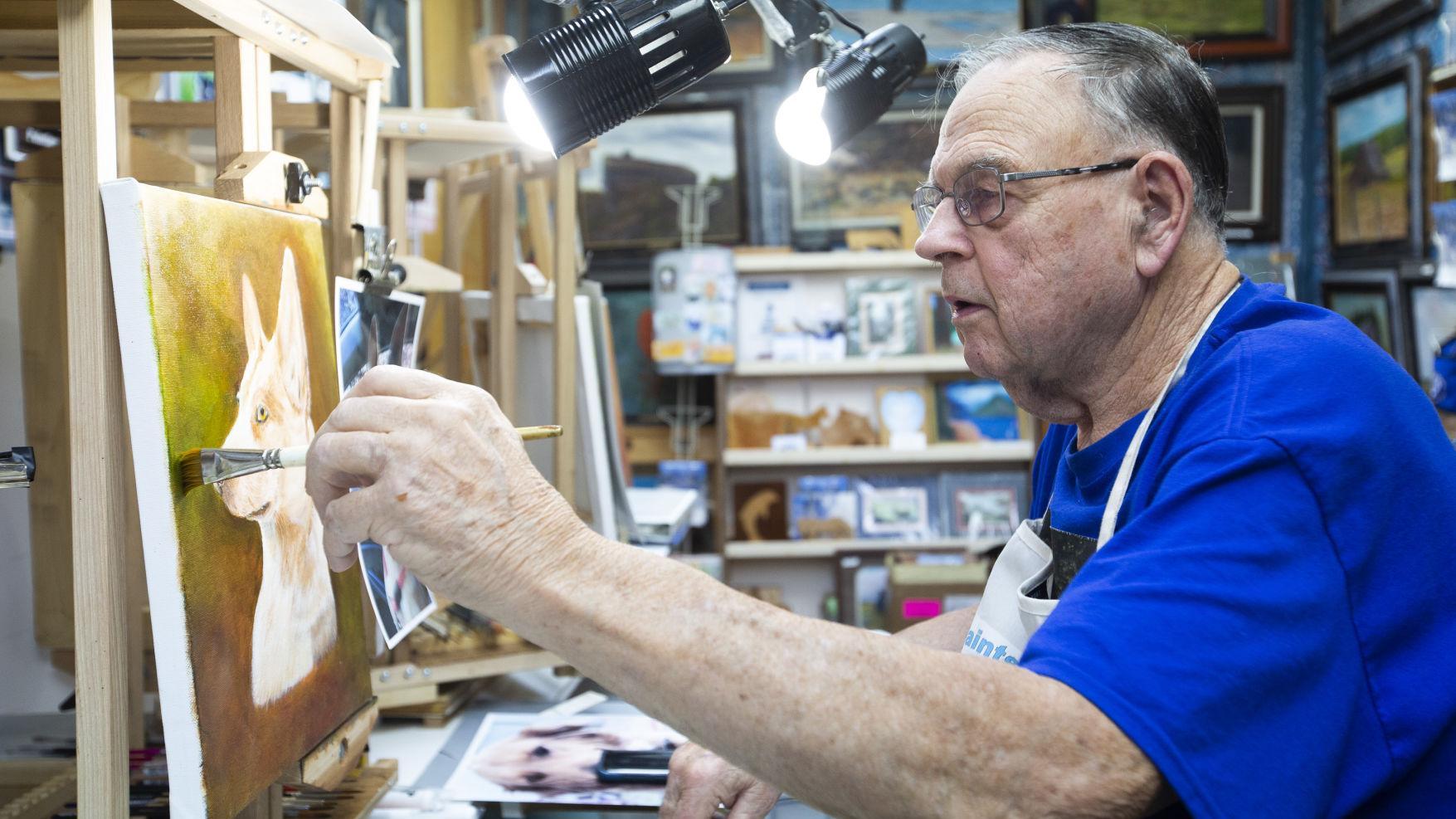 Yakima S Bill Carnahan Finds A Niche Painting Pet Portraits Local Yakimaherald Com