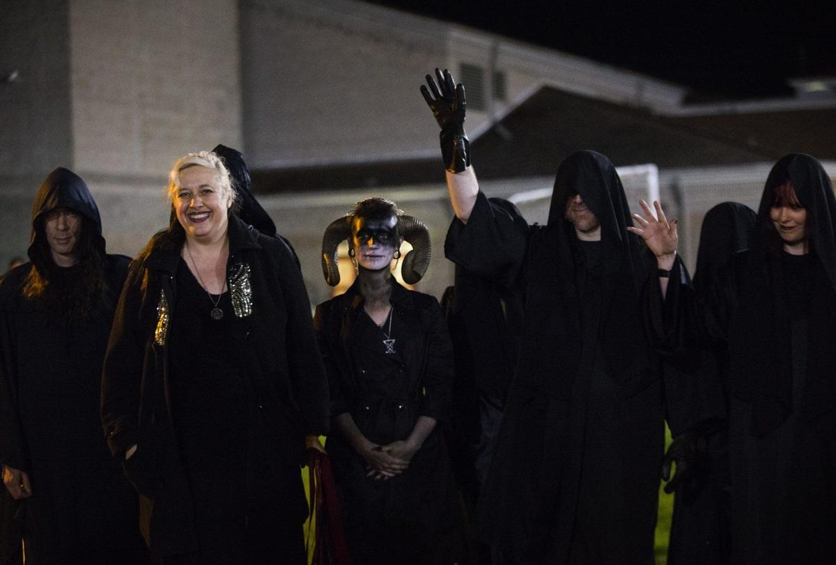 Praying Coach Satanists Turn Out For Football Game State News Yakimaherald Com