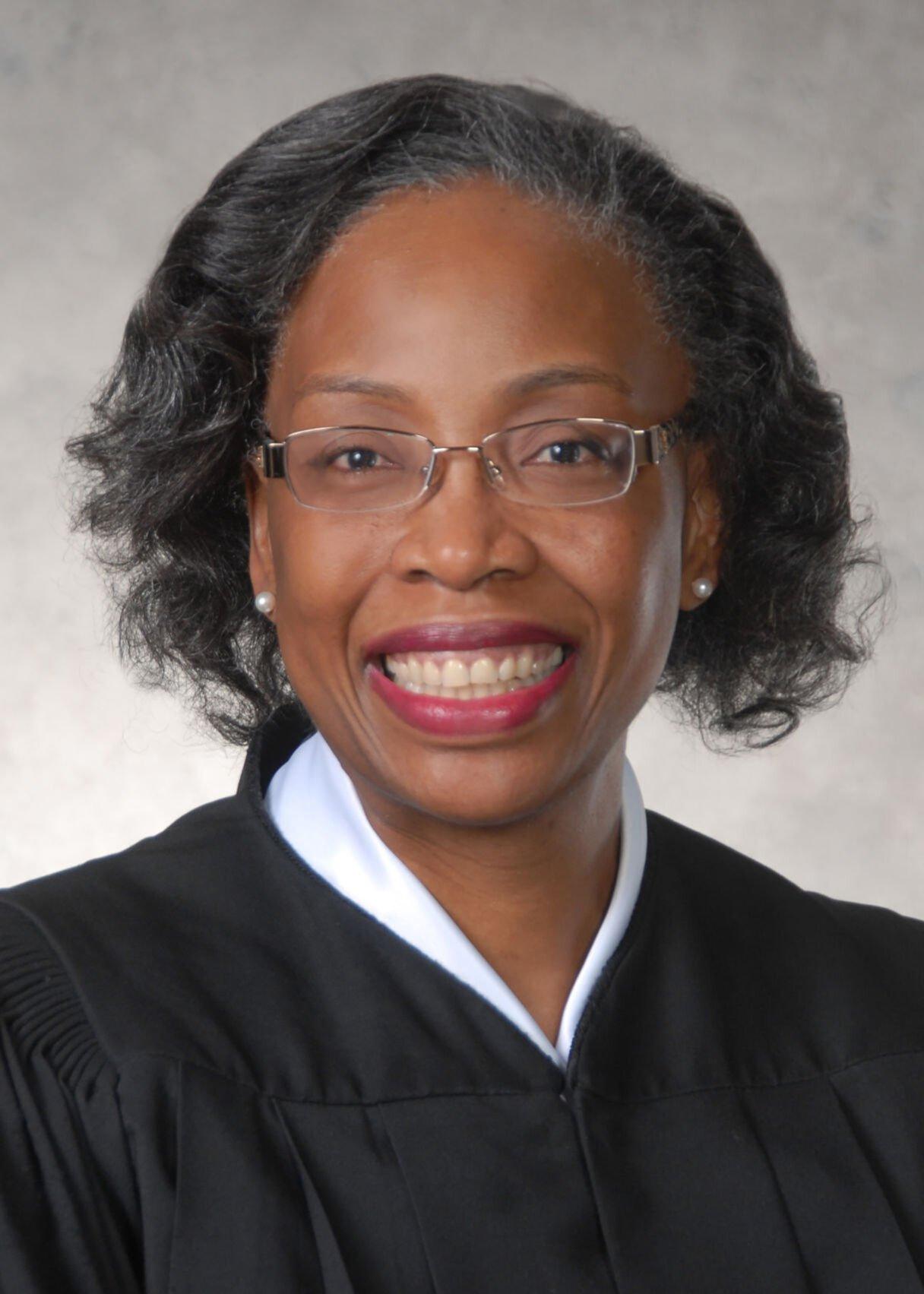 201007-yh-news-court6-1.jpg