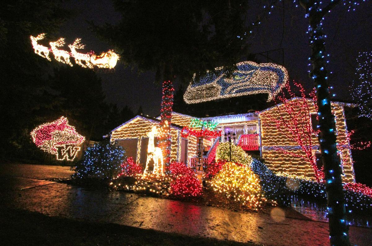 Seahawks Christmas Lights.Hawk House Goes Dark Seahawks Themed Christmas Light Show