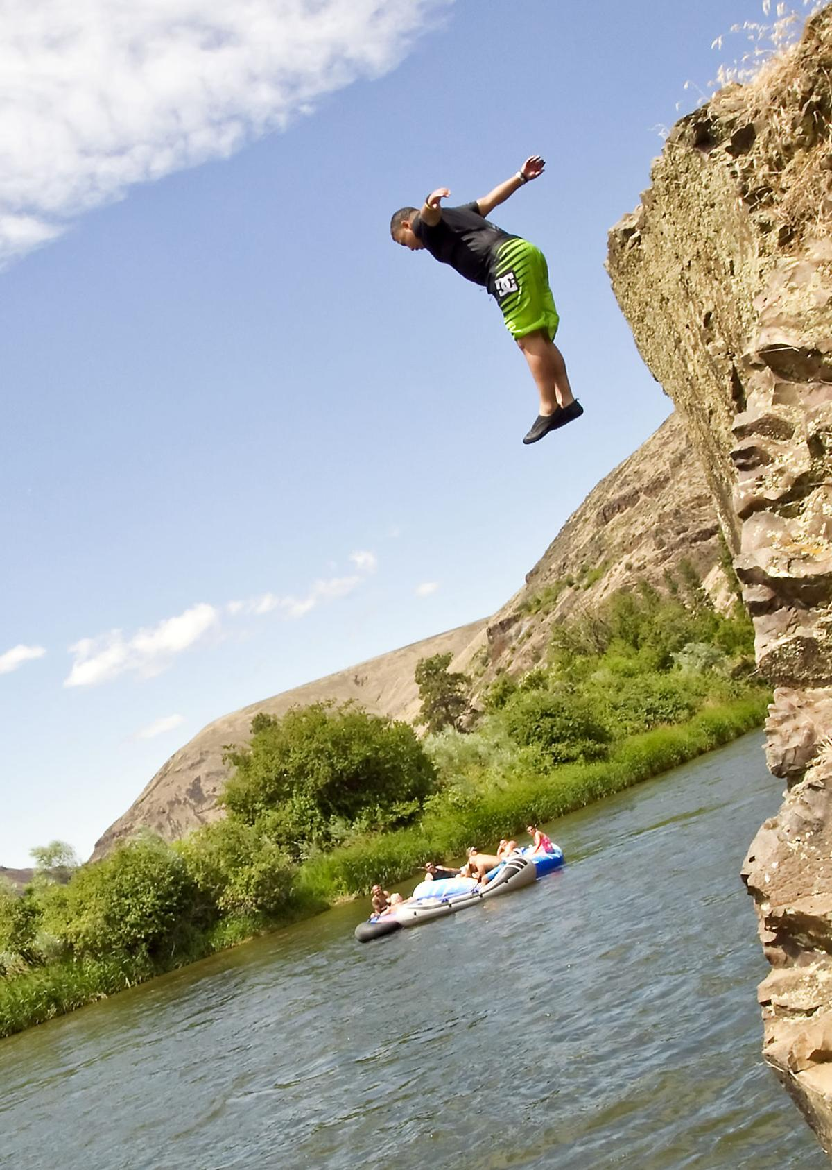 Floating the Yakima River Canyon