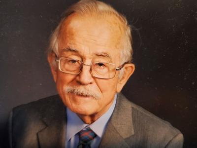 Robert (Bob) William Urquhart, Jr.