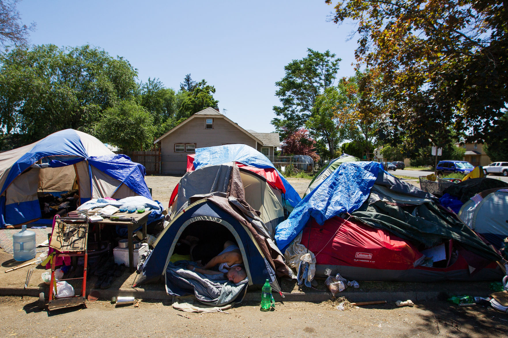 Yakima homeless homelessness tents tent city YVCOG enc&ment c&ing standing & State lawmaker McCabe seeks funding for homeless in Yakima | Local ...