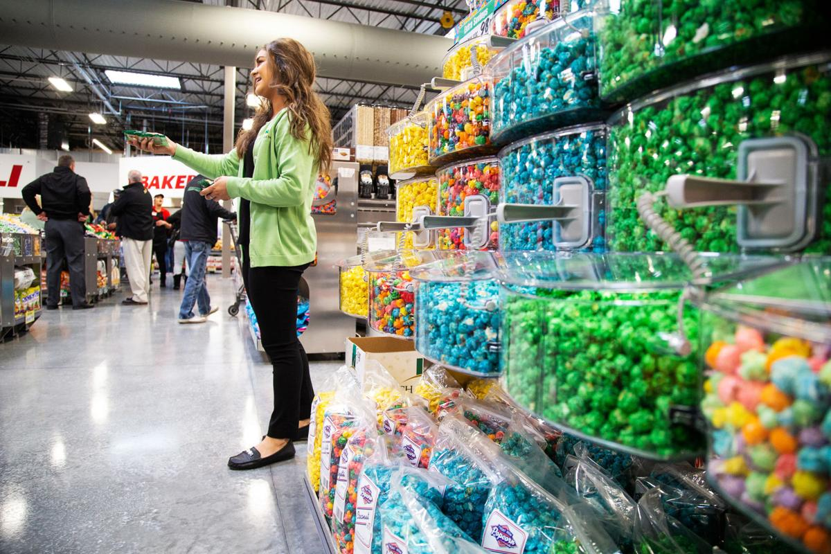 Winco Christmas Eve Hours.Winco Foods Draws A Crowd On Opening Day In Union Gap Local