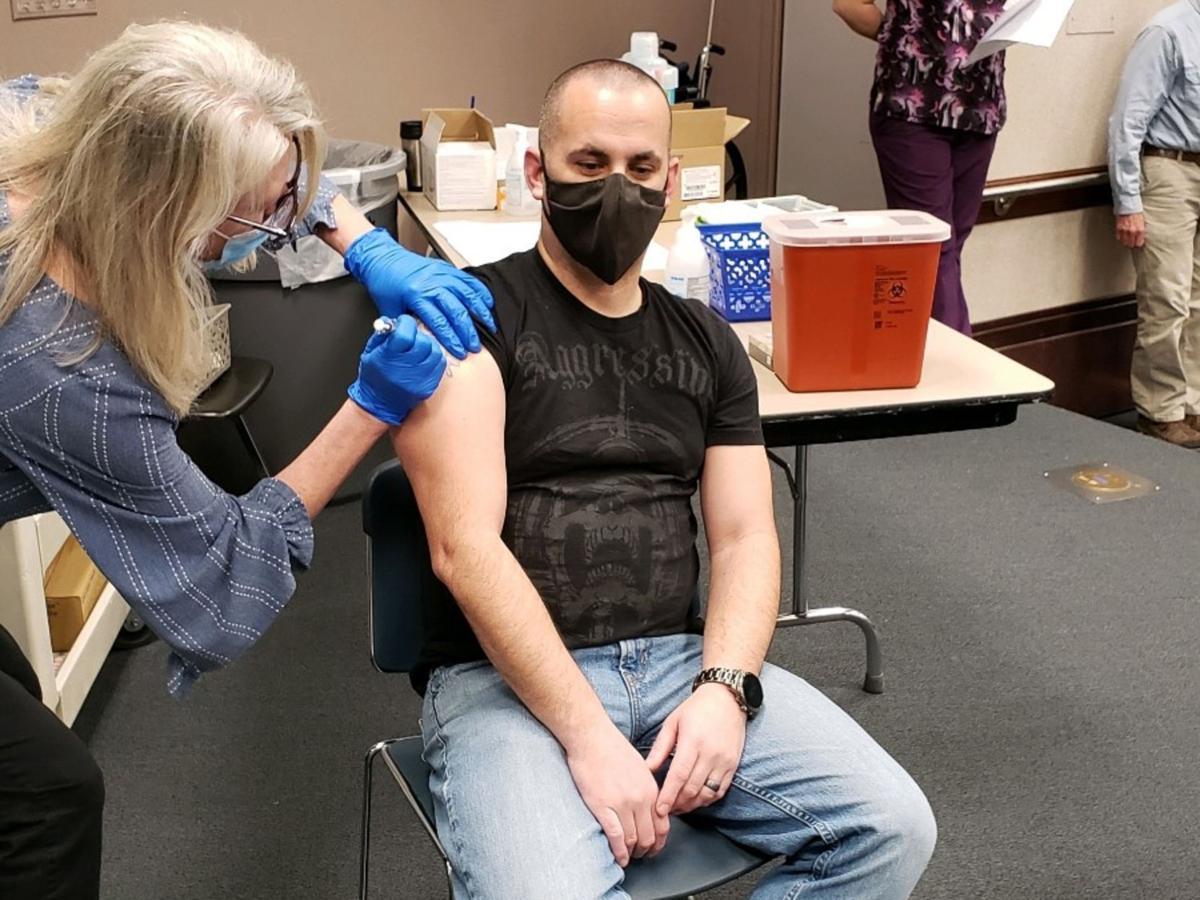 210106-yh-news-vaccine1B-1.jpg