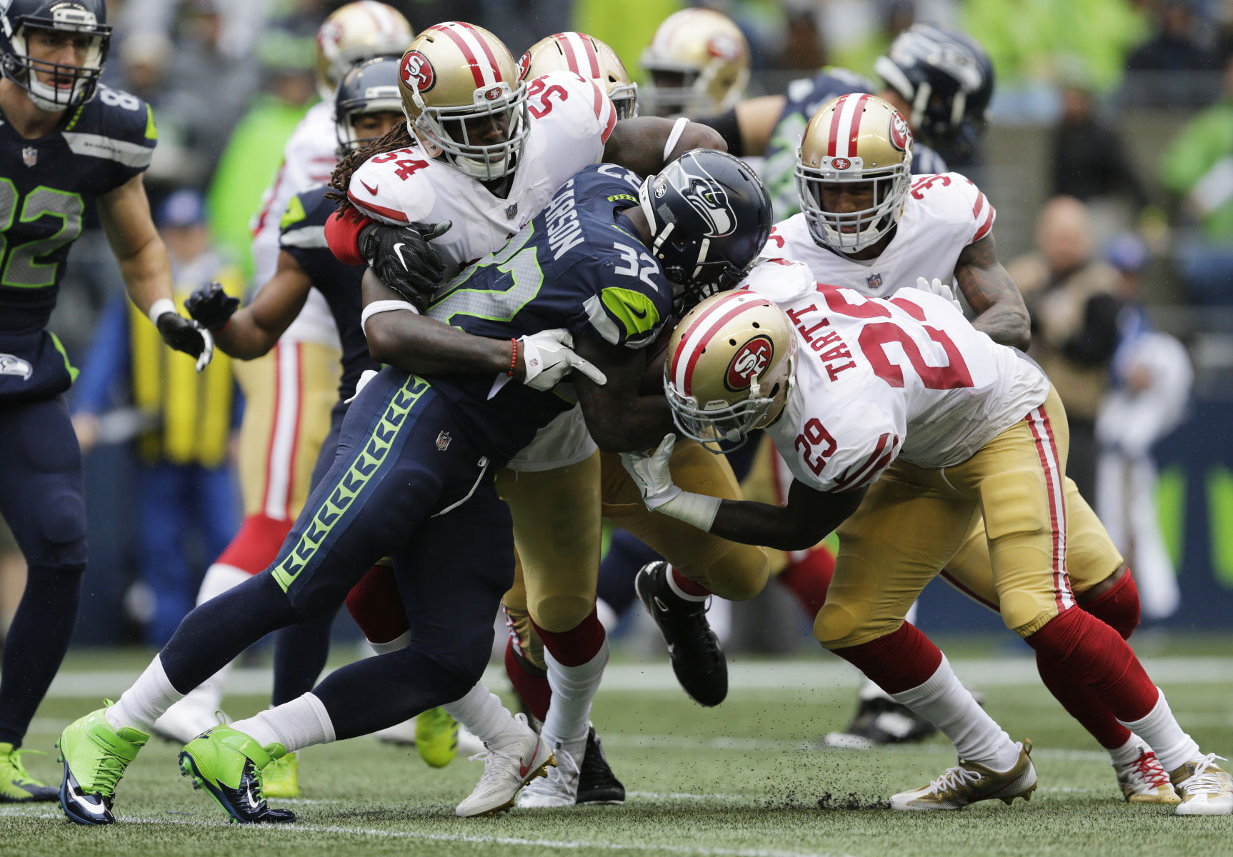 Brawl Breaks Out After Richard Sherman Hits Marcus Mariota Late