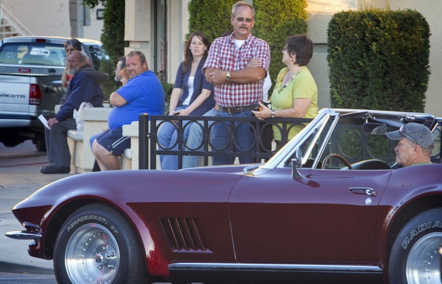 many classic cars cruising yakima avenue during a city sponsored cruise night catches the attention of people outside the olive garden at third street - Olive Garden Yakima