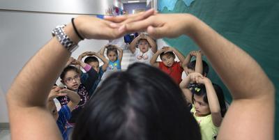 paraprofesional students classroom school elementary