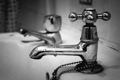 sink faucet water drinking nitrate standing