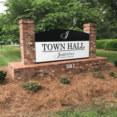 Incumbents, others file for town government