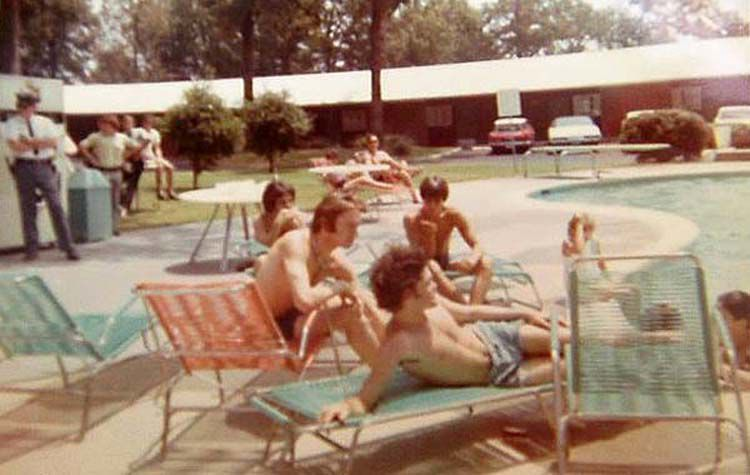 VISIONS-Monkees-CROPPED-greensboro-Oaks-Motel.