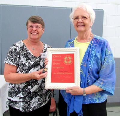 Diane Penick receives Valiant Award