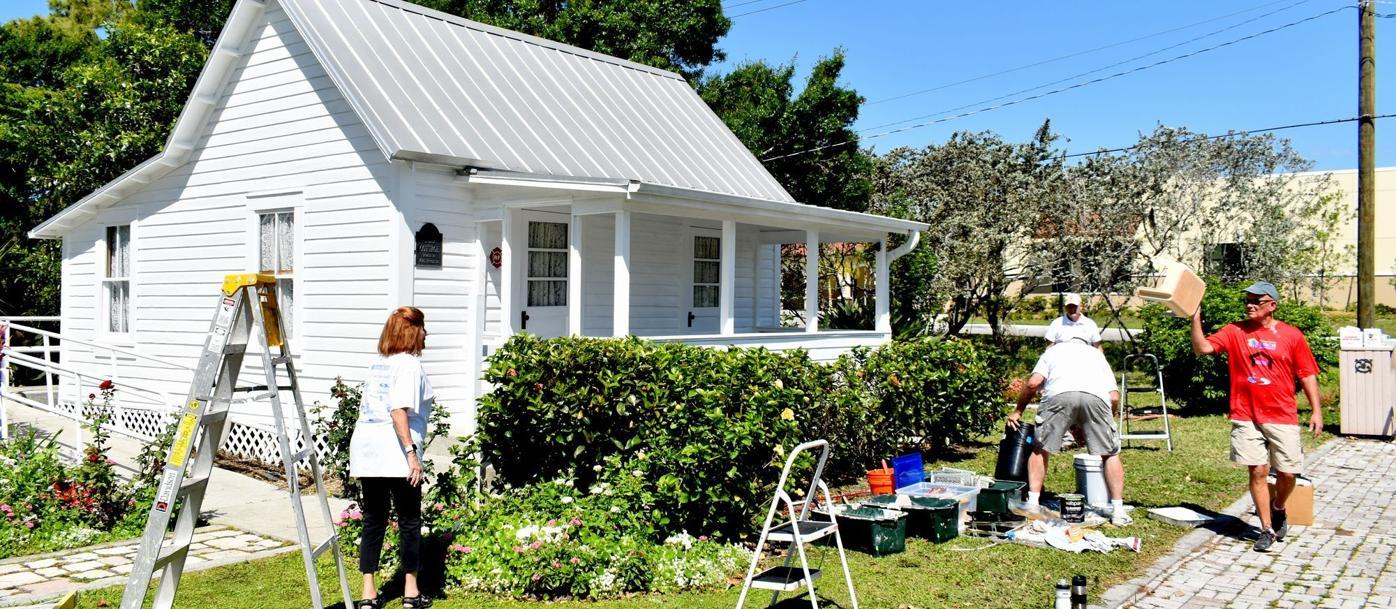 Volunteers paint to preserve Punta Gorda history