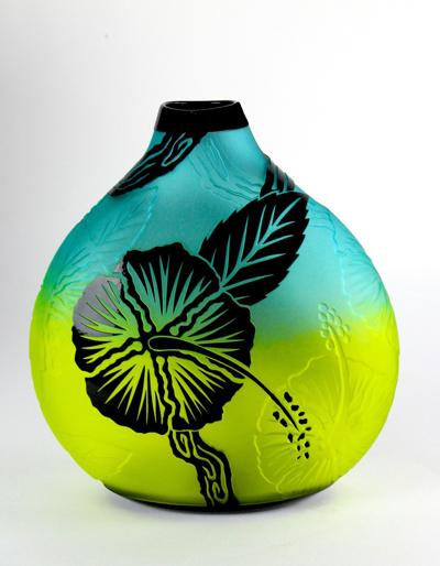 Hand-blown vessel will be featured in Selby's summer glass in the garden show