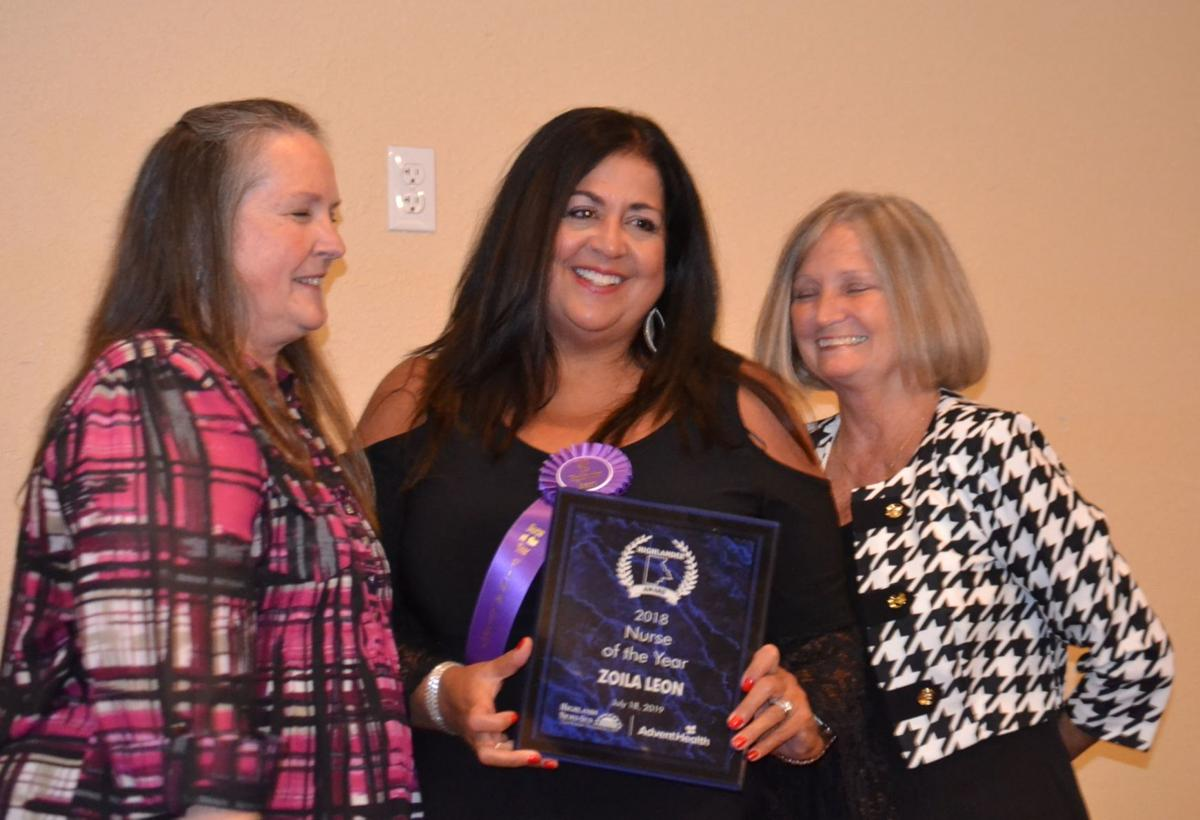 Zoila Leon receives award