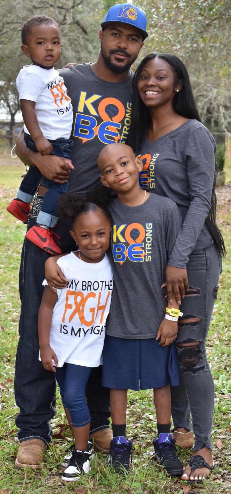 Kobe Washington surrounded by his family sister Kailyn, brother Kason, father Jordan Washington and mother Imeria Price