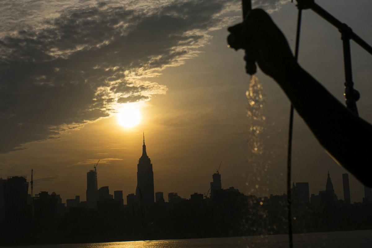 APTOPIX Hot Weather New York