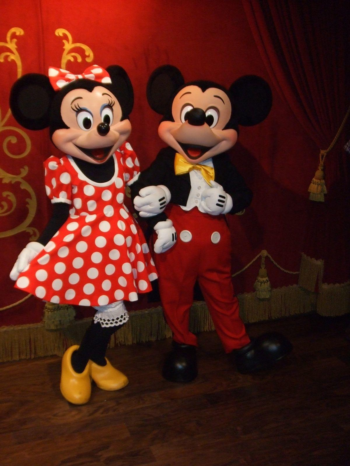 Minnie and Mickey Mouse are all smiiles for the holidays