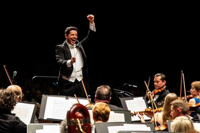 Troy Quinn conducts The Venice Symphony